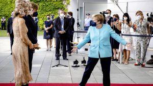 Thumbnail voor Koningspaar bezoekt bondskanselier Angela Merkel: 'Ze heeft een ongekende bijdrage geleverd'