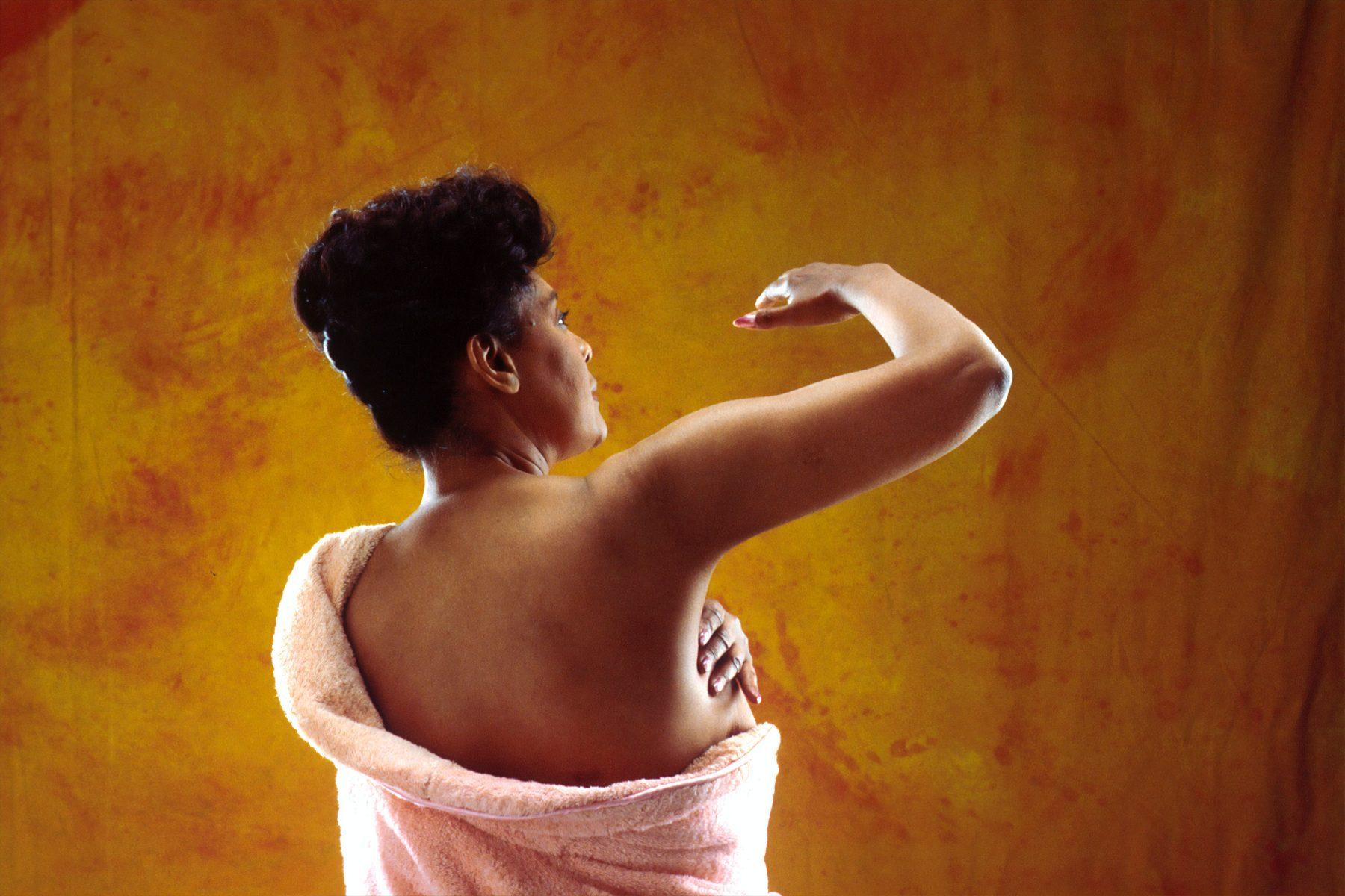 Vrouwenrechtenorganisatie wil vergoeding verwijdering borstimplantaten