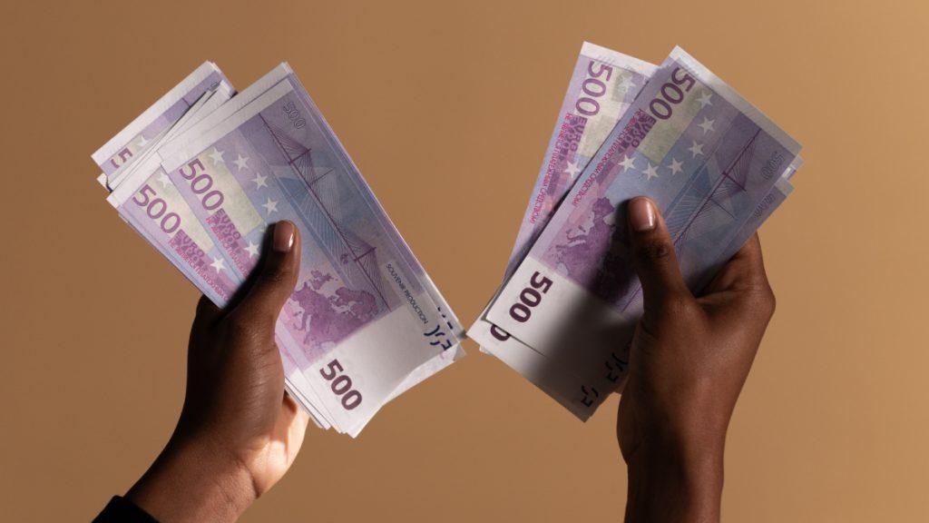 Geld lenen van bekenden? 21% van de vrouwen zou dat nimmer doen