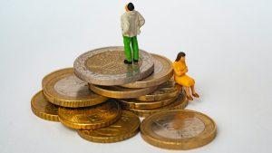 Sophie moet ex 75.000 euro betalen: 'Mijn maag trekt samen als ik geld overmaak'