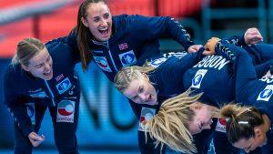 Thumbnail voor Noorse handbalsters krijgen 1500 euro boete voor weigeren van kleine bikinibroekjes