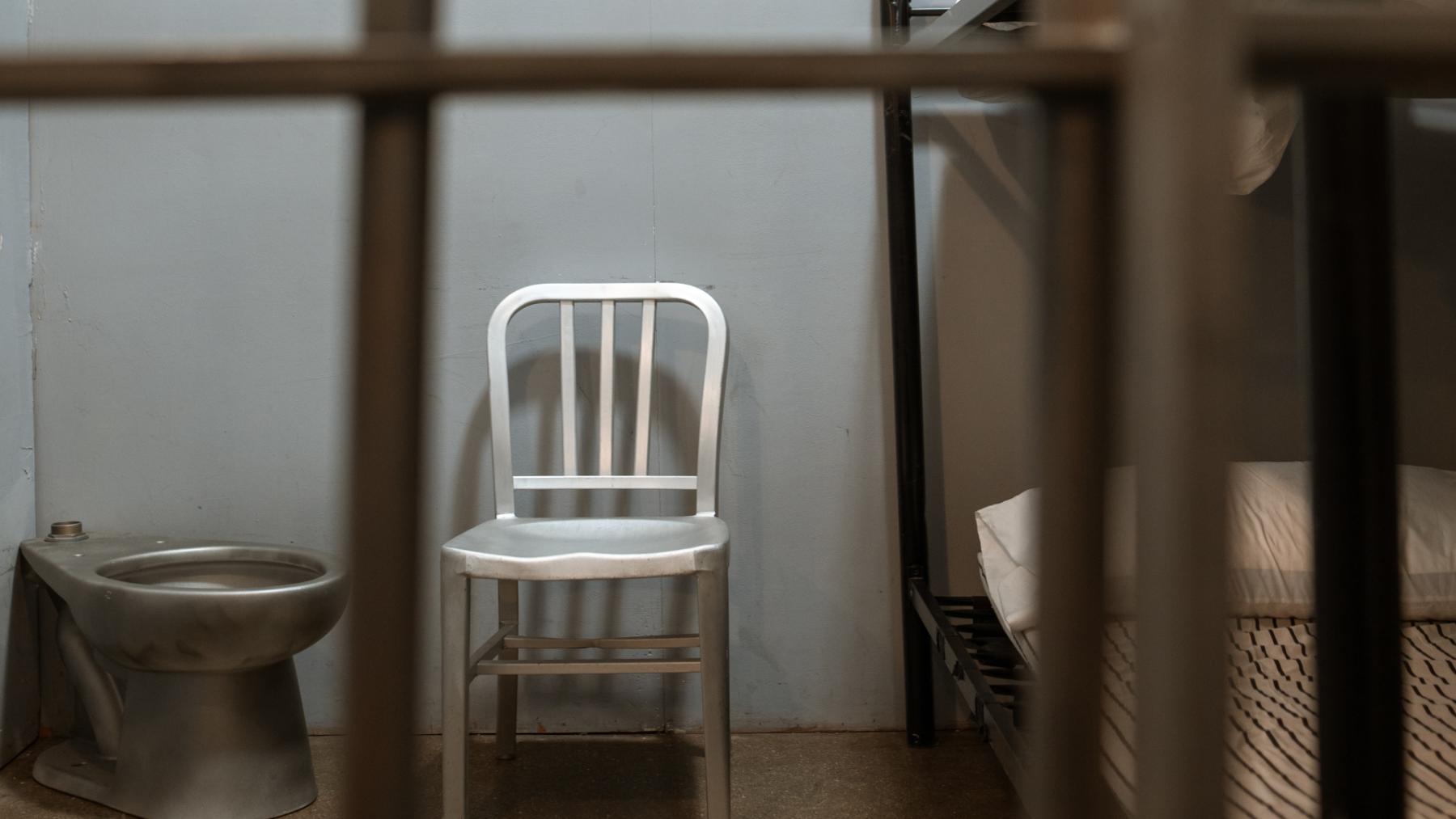 Vrouw wordt opgepakt nadat ze op eigen opsporingsbericht reageert
