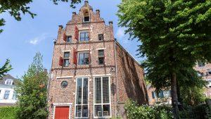 Thumbnail voor Hier kun je ál je spullen kwijt: dit ouderwetse pakhuis uit 1612 staat nu te koop
