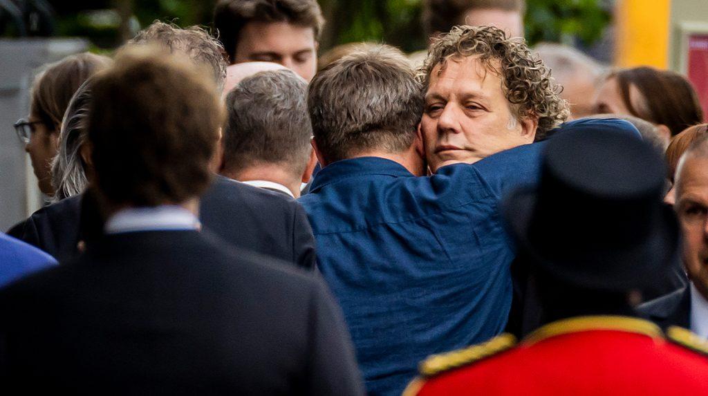 Genodigden bij elkaar in Carré voor afscheid Peter R. de Vries