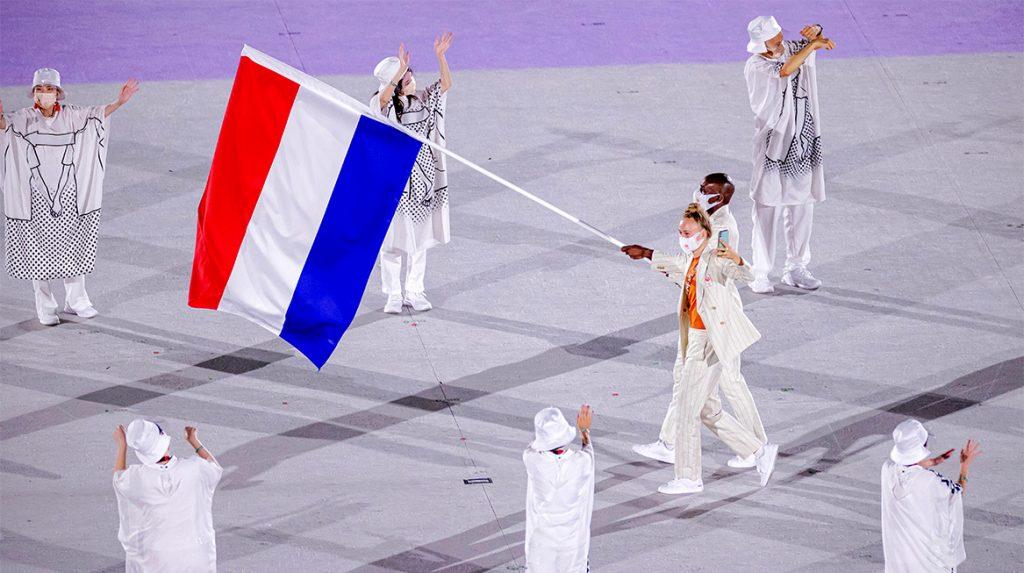 Vuurwerk en een leeg stadion: dit was de openingsceremonie van de Olympische Spelen