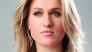 Thumbnail voor Britt Dekker deelt geheim achter fitte lichaam: 'Elke avond frietjes'