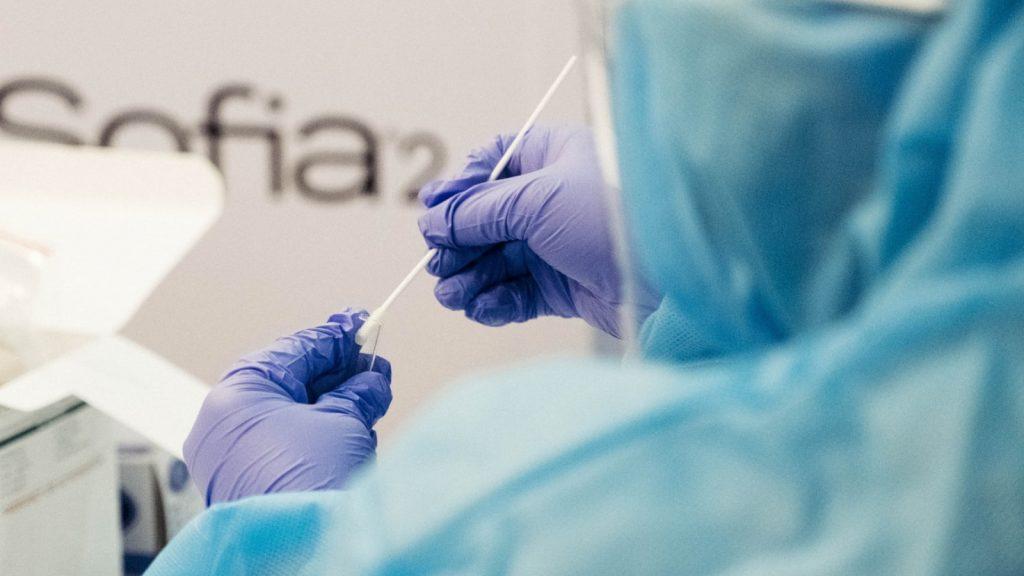 Daling in aantal coronagevallen zet door, laagste sinds 7 juli