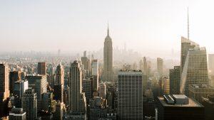 Ongevaccineerde medewerkers gemeente New York moeten wekelijks coronatest doen