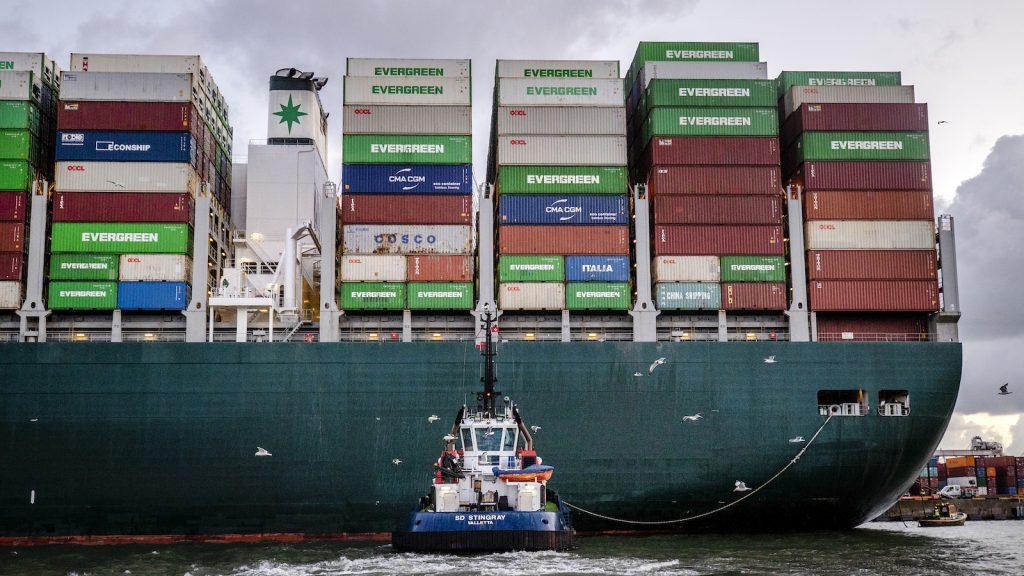 Containerschip dat Suezkanaal blokkeerde komt na maanden aan in Rotterdamse haven