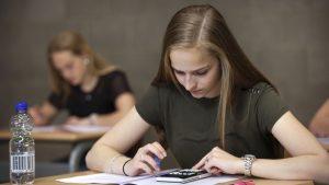 Dit jaar slagingspercentage voor examens bij tientallen scholen op 100 procent