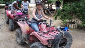 Thumbnail voor Stephanie kreeg ernstig ongeluk met quad in Mexico: 'Mijn vriend was nergens te bekennen'
