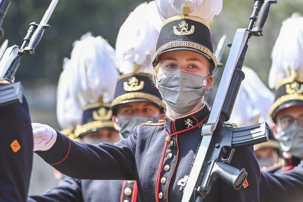 De Belgische kroonprinses marcheert mee