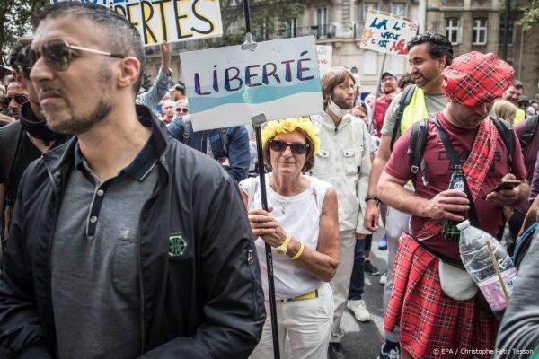 Tienduizenden Fransen betogen tegen coronamaatregelen