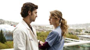 Thumbnail voor Iets te McDreamy: Man Ellen Pompeo vond seksscènes in 'Grey's Anatomy' even slikken