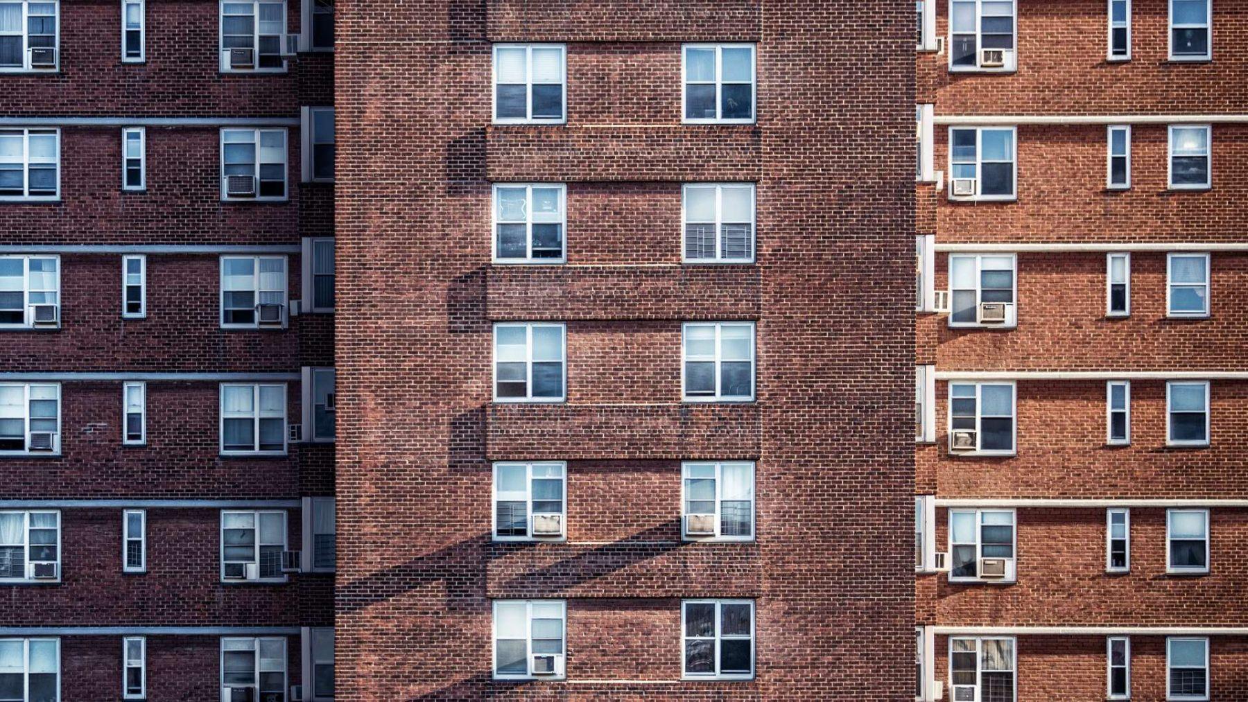 Bewoners wooncomplex Sixty5 gefrustreerd door hitte, tocht en incomplete badkamers