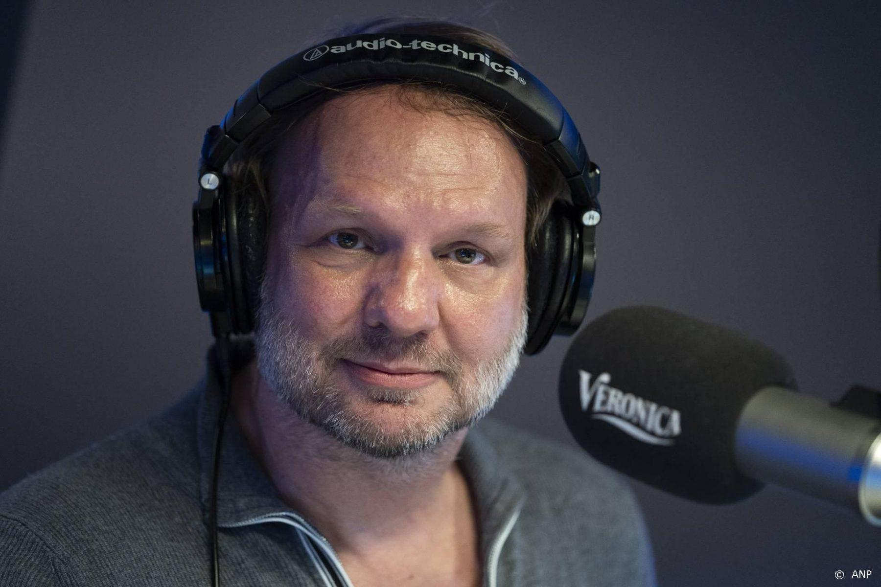 Rob Stenders terug op de radio na coronabesmetting: 'Ik blaf nog een beetje'