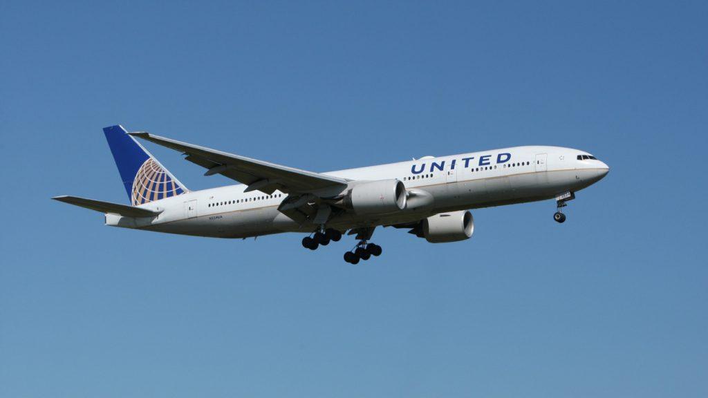 vastgetapet Passagier vastgetapet aan vliegtuigstoel na ongepast gedrag