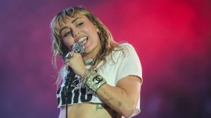 Miley Cyrus DaBaby gesprek homofobie