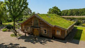 Thumbnail voor Lijkt op een oude schuur, is een landhuis (mét wellness-ruimte)