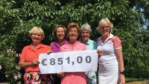 Thumbnail voor De 'Dinsdag Dames' van Golfclub Anderstein golfen voor LINDA.foundation
