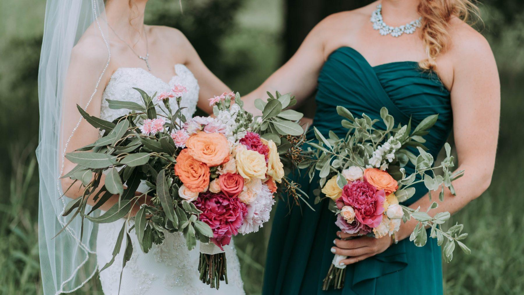 De Amerikaanse Jen (33) is in te huren als professioneel bruidsmeisje