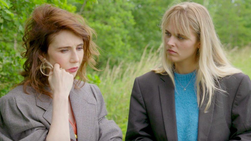 Carice van Houten en Marie-Mae van Zuilen in 'De Lift'
