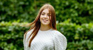 Thumbnail voor Alexia start op prestigieuze kostschool in Wales, samen met vriendin
