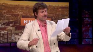 Thumbnail voor Dichter Joost Oomen zet studio 'Humberto' op z'n kop: 'Legendarisch tv-moment'