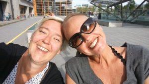 Thumbnail voor Louise herdenkt haar beste vriendin Jacqueline: '25 jaar maatjes en voor 50 jaar eruit gehaald'
