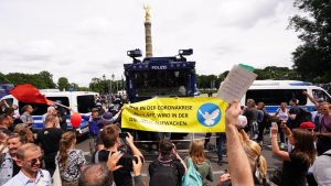 Thumbnail voor Duizenden demonstreren in Berlijn tegen coronamaatregelen van de Duitse regering