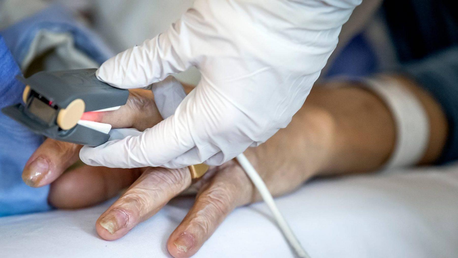 Niet-westerse migranten relatief vaak met corona in het ziekenhuis