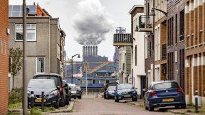 Thumbnail voor Tata Steel zorgt opnieuw voor onrust bij omwonenden: 'Schadelijk voor gezondheid, vooral bij kinderen'