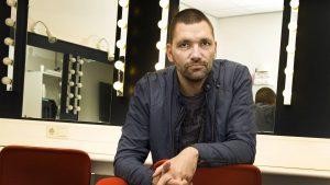 Thumbnail voor Haarlems theater lapt coronamaatregelen aan laars en gaat volledig open voor Theo Maassen