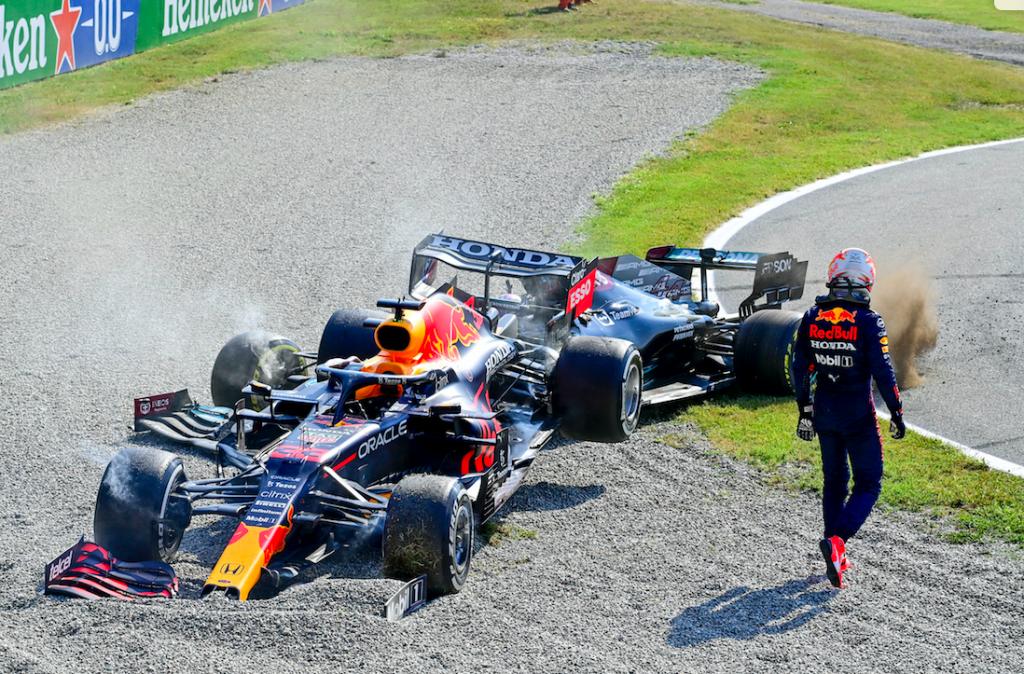 Max Verstappen krijgt straf na crash Hamilton