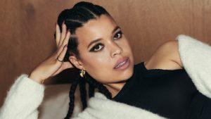 Thumbnail voor Radio-dj Angelique Houtveen: 'Zodra ik thuiskom gaat de beha uit en joggingbroek aan'