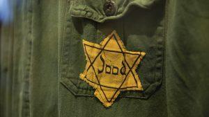 Thumbnail voor Als nazi verklede jongens maken excuses aan Urk: 'Wij zijn absoluut niet tegen Joden'