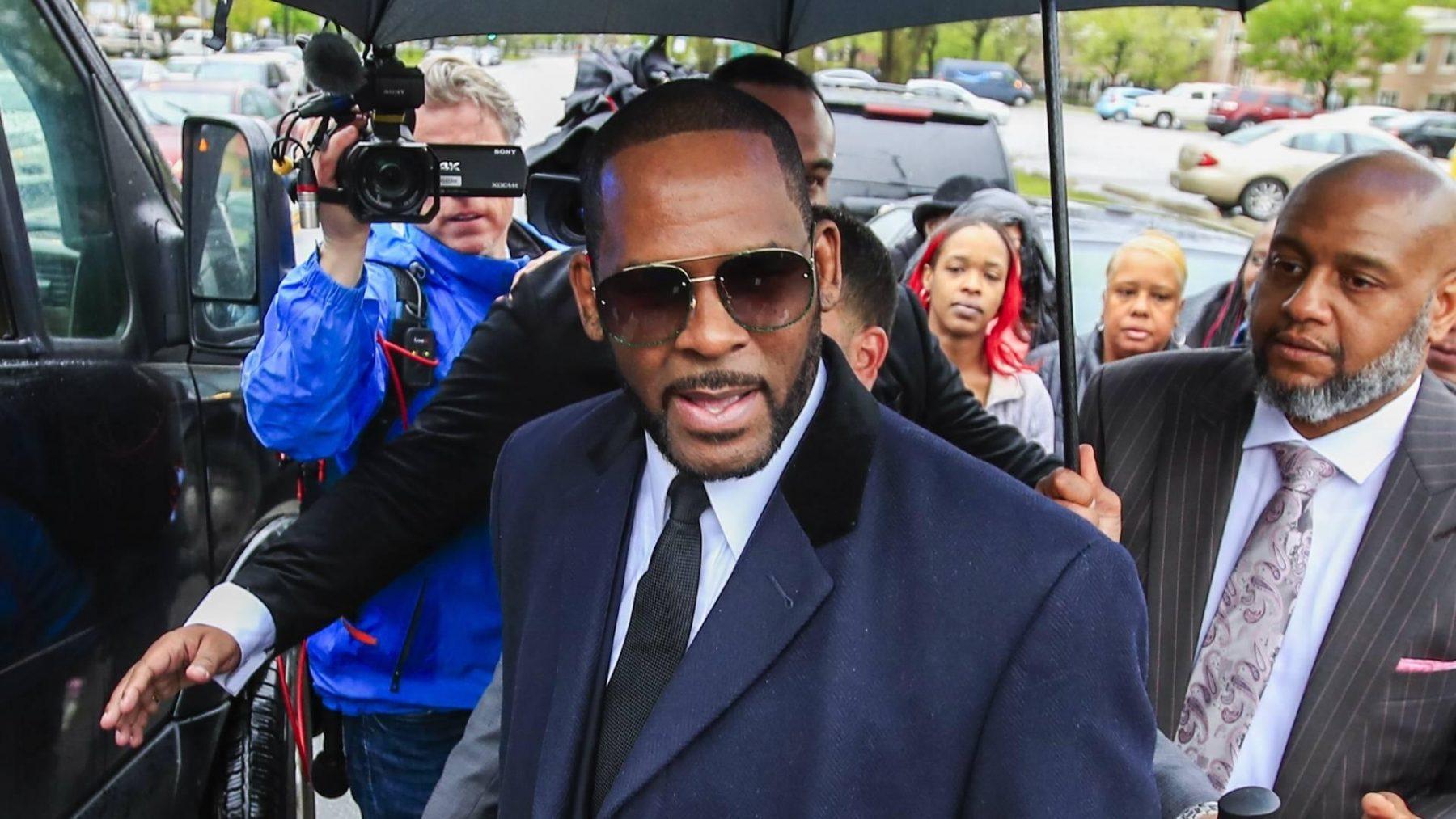 Ex-collega R. Kelly: ik zag hem een 13-jarige Aaliyah misbruiken