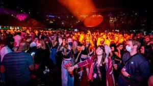 Thumbnail voor Nóg een persconferentie-lek: discotheken en clubs mogen tot middernacht open