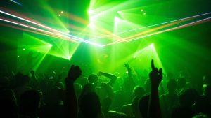 Thumbnail voor Koninklijke Horeca Nederland: nachtclubs openen tot middernacht verandert eigenlijk niets