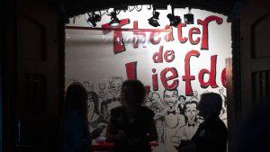 Theater Haarlem krijgt boete voor volle zaal bij Theo Maassen