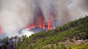 Thumbnail voor Duizenden mensen geëvacueerd na vulkaanuitbarsting La Palma