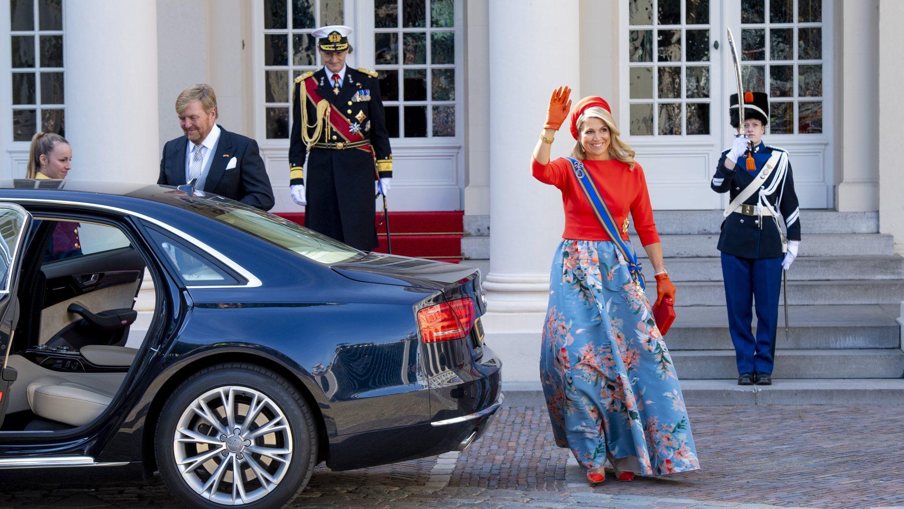 Koningin Máxima gaat voor blauwe bloemenrok op Prinsjesdag