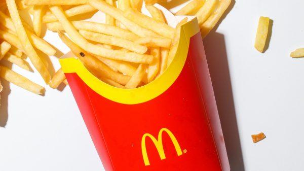 happy meal mac d stopt met plastic speeltjes