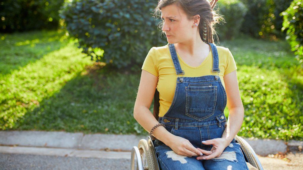 Cynthia (19) belandde in een rolstoel