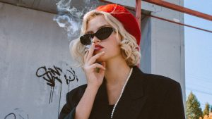 Een roker kost de maatschappij minder geld dan een niet-roker