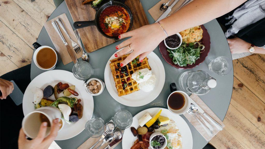 Elif (22) ging logeren: 'Een week later moest ik nog even mijn ontbijtje afrekenen'