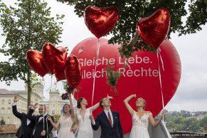 Thumbnail voor Welkom in de 21ste eeuw: ruime meerderheid Zwitsers steunt homohuwelijk