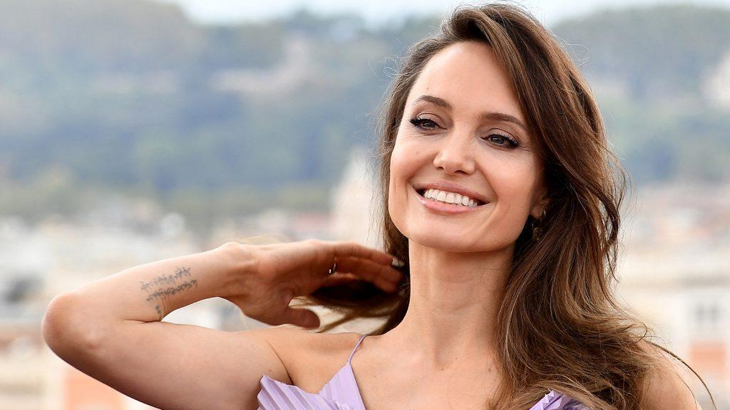 Liefde in de lucht? Angelina Jolie en The Weeknd wéér samen gespot in LA