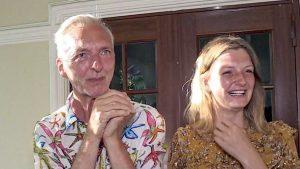 Martien Meiland in tranen voor zijn huis