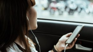 Thumbnail voor Appen achter het stuur: is 'overschatting van jezelf en onderschatting van gevaar'